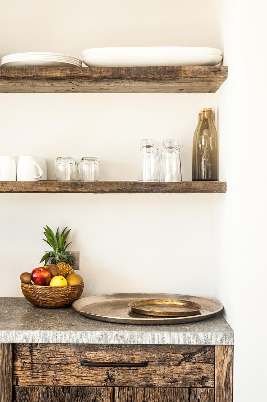 cuisine moderne sublim e en planches anciennes laurent passe. Black Bedroom Furniture Sets. Home Design Ideas